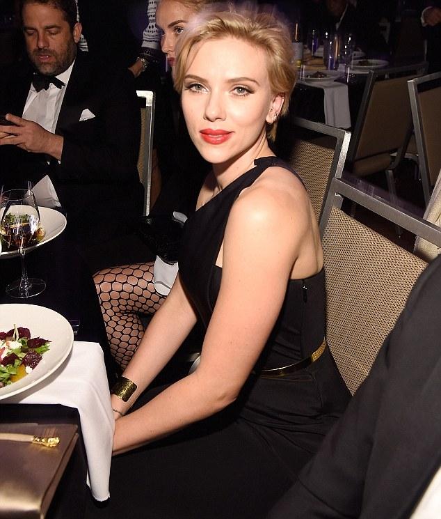 Scarlett Johansson and Rosario Dawson: The Entertainment Icon Award 2016 -05