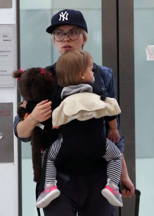 Scarlett Johansson Arrives at Sydney Airport