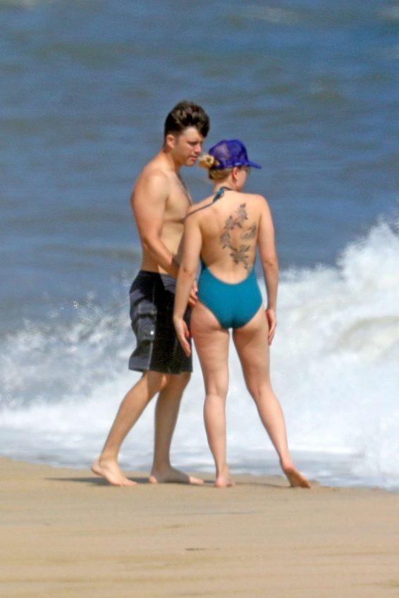 Scarlett Johansson 2019 : Scarlett Johansson – Bikini candids at a beach in NY -17