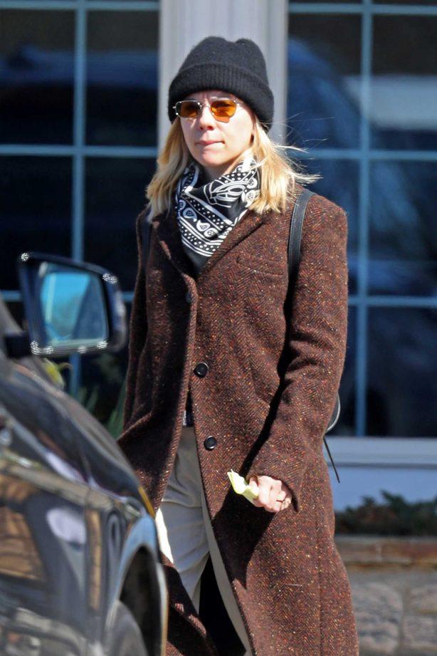 Scarlett Johansson - Grocery shopping in the Hamptons