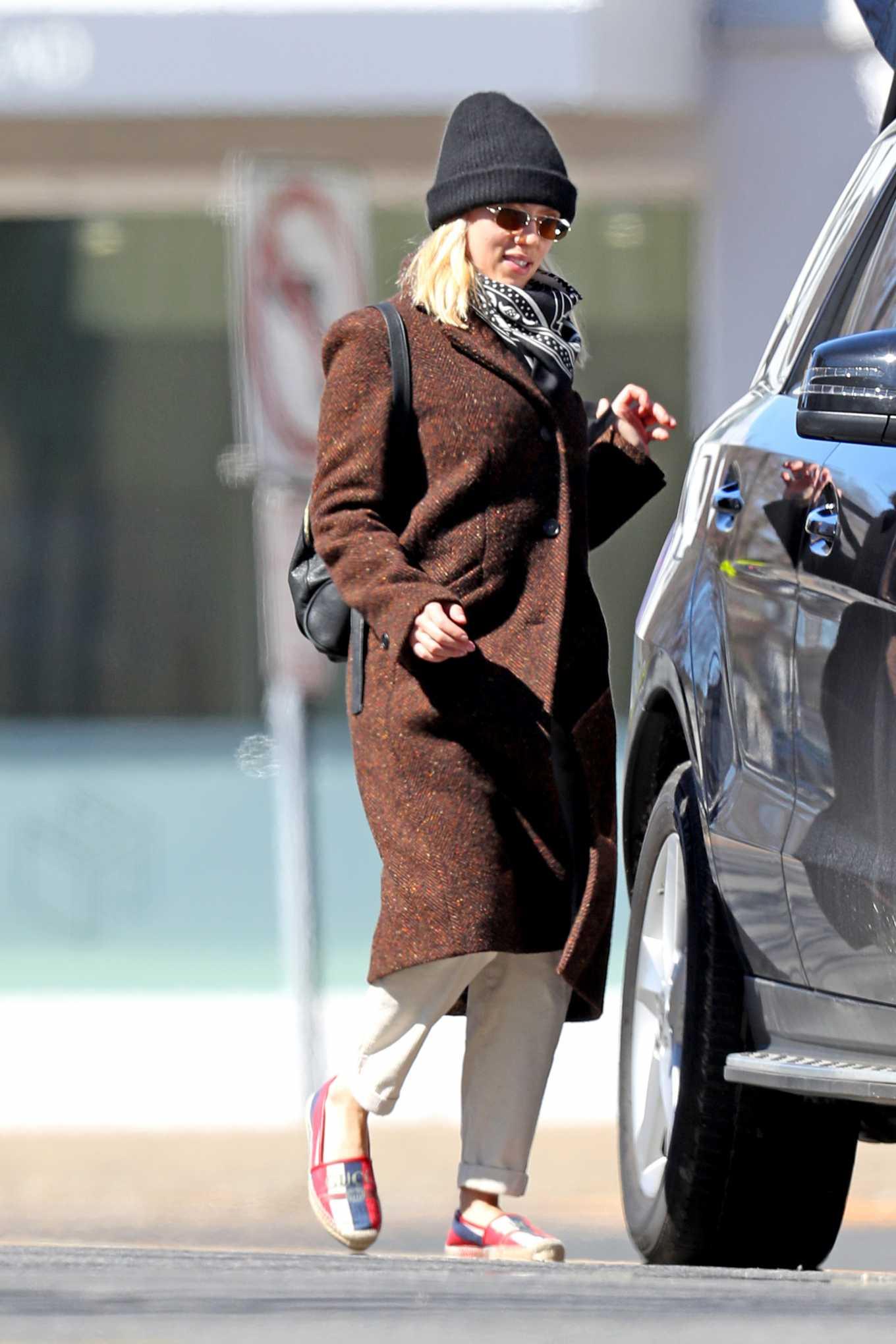 Scarlett Johansson 2020 : Scarlett Johansson – Grocery shopping in the Hamptons-20