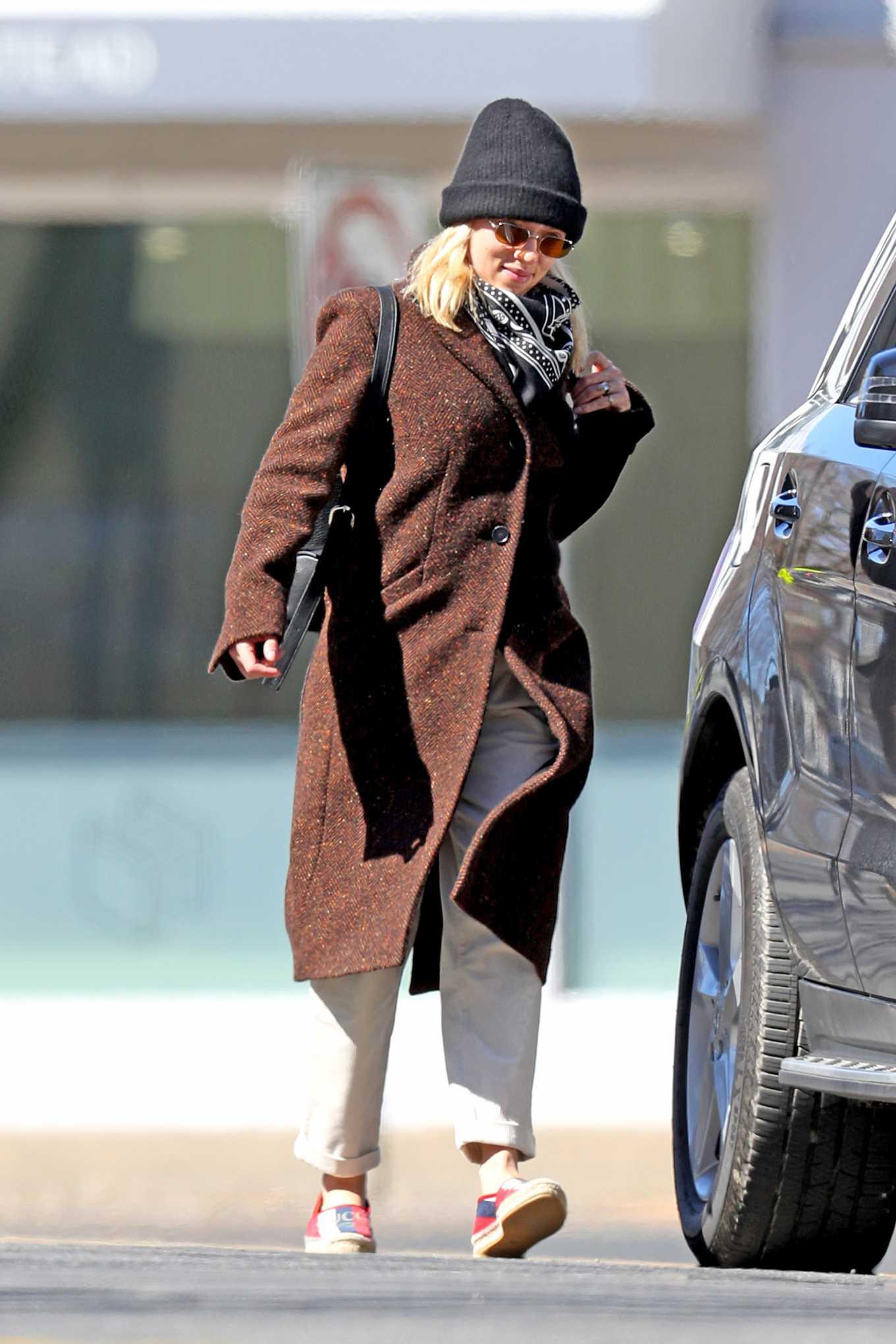 Scarlett Johansson 2020 : Scarlett Johansson – Grocery shopping in the Hamptons-32