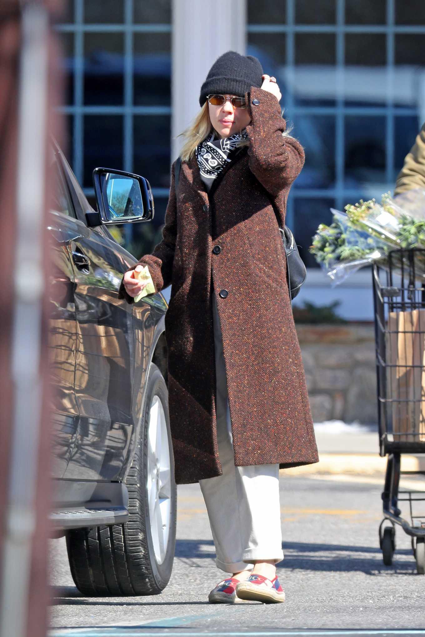 Scarlett Johansson 2020 : Scarlett Johansson – Grocery shopping in the Hamptons-33