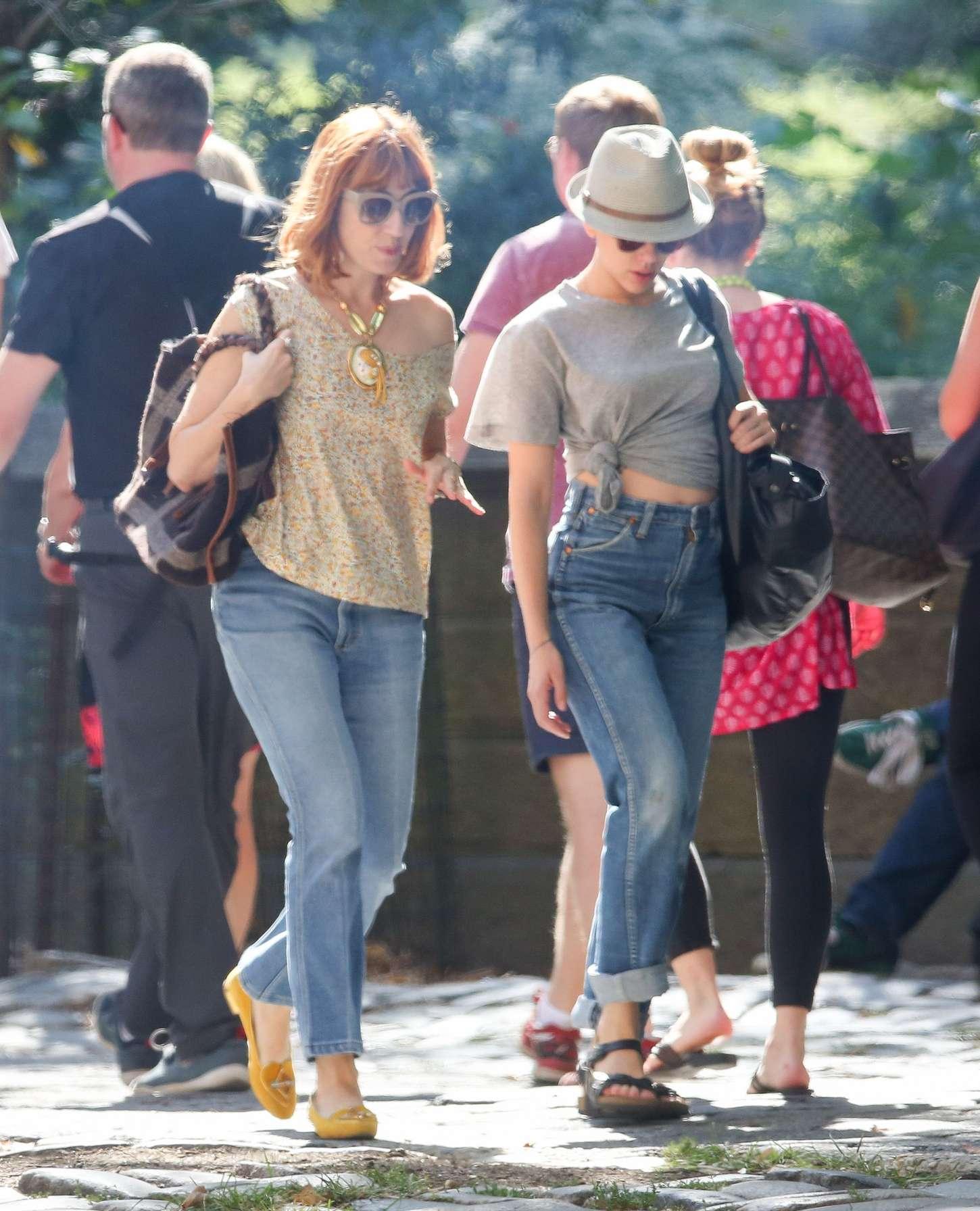Scarlett Johansson 2015 : Scarlett Johansson in Jeans -06