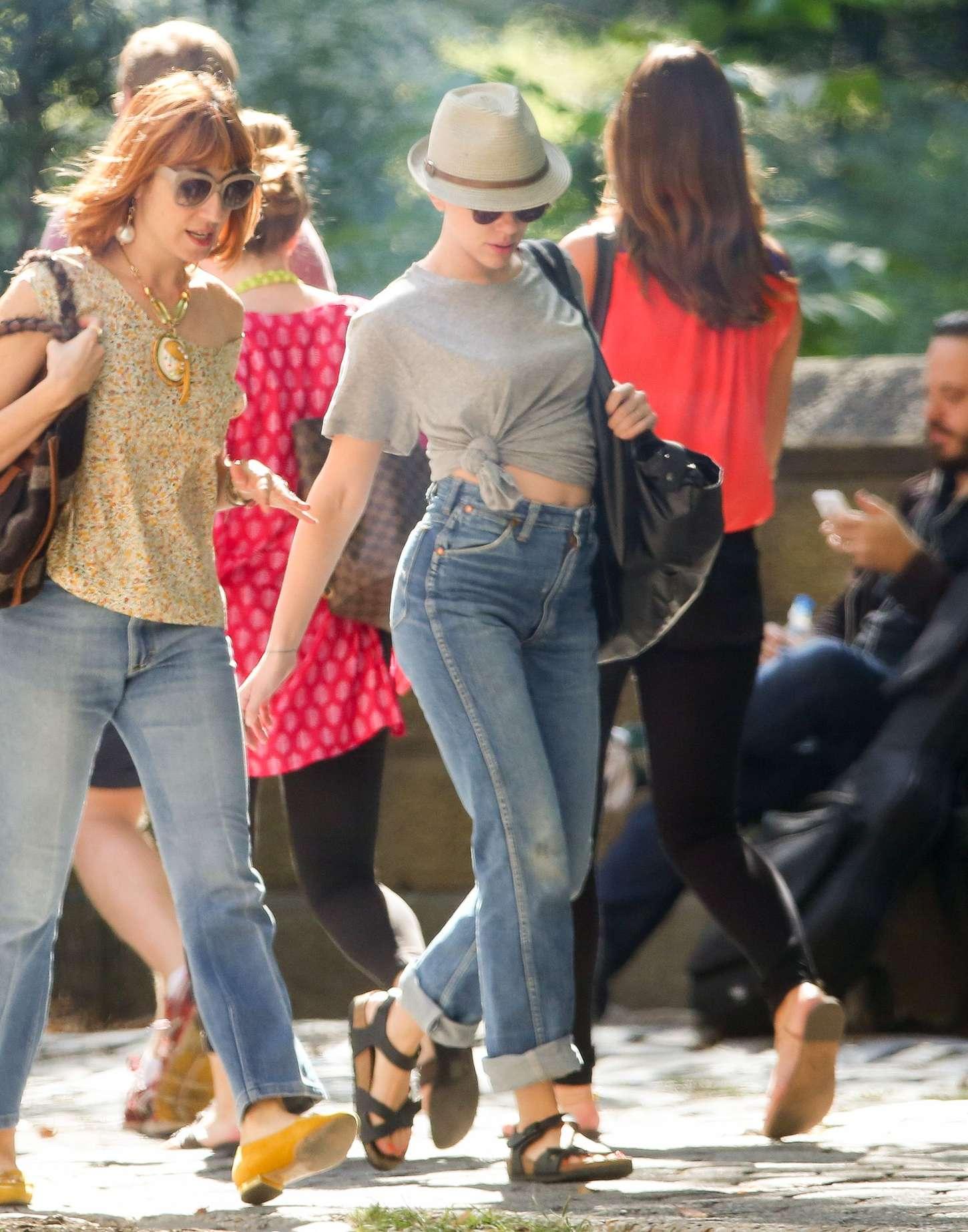 Scarlett Johansson 2015 : Scarlett Johansson in Jeans -07