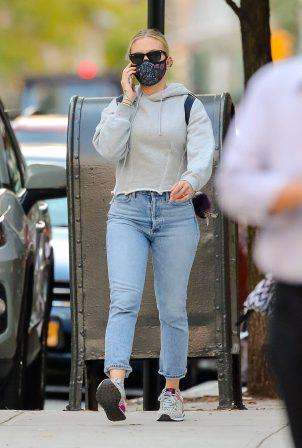 Scarlett Johansson - Looks casual in denim on the street of NYC