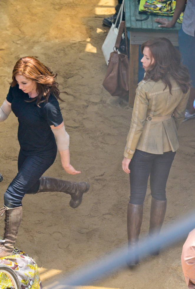 Scarlett Johansson in Jeans On Captain America Civil War -14