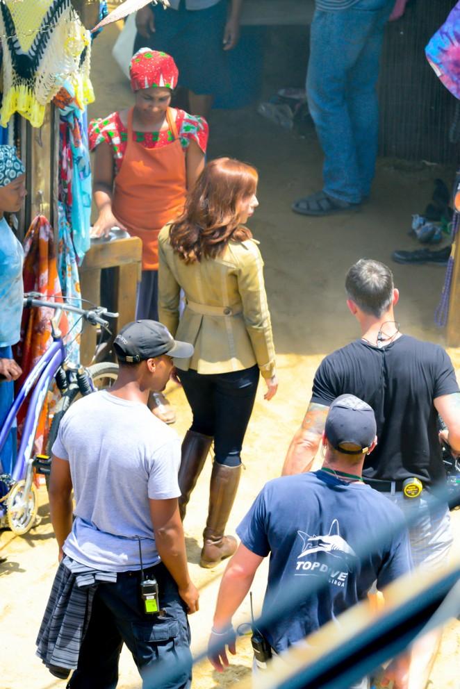 Scarlett Johansson in Jeans On Captain America Civil War -28