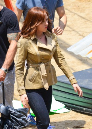 Scarlett Johansson in Jeans On set of 'Captain America: Civil War' in Atlanta