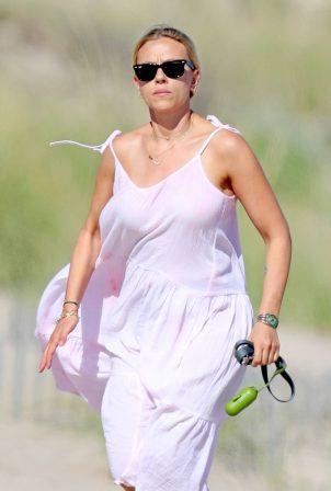 Scarlett Johansson - Seen on the beach in The Hamptons
