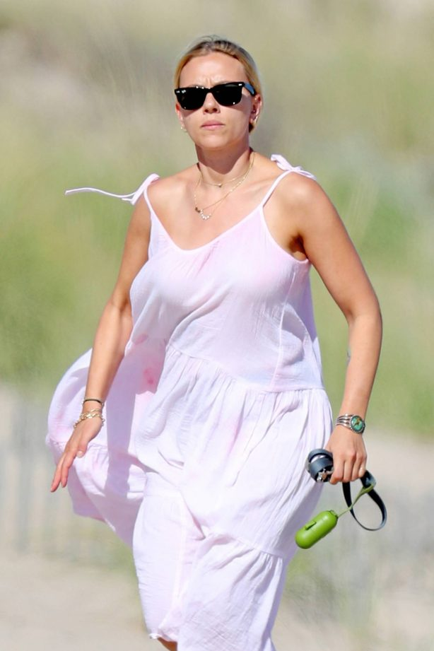 Scarlett Johansson - Seen on the beach in The Hamptons