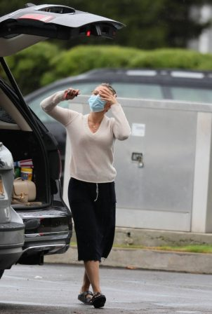 Scarlett Johansson - Shopping candids at the grocery store in The Hamptons