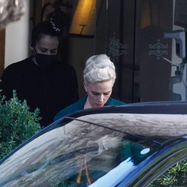 Scarlett Johansson - Spotted on the set of 'Asteroid City' in Madrid