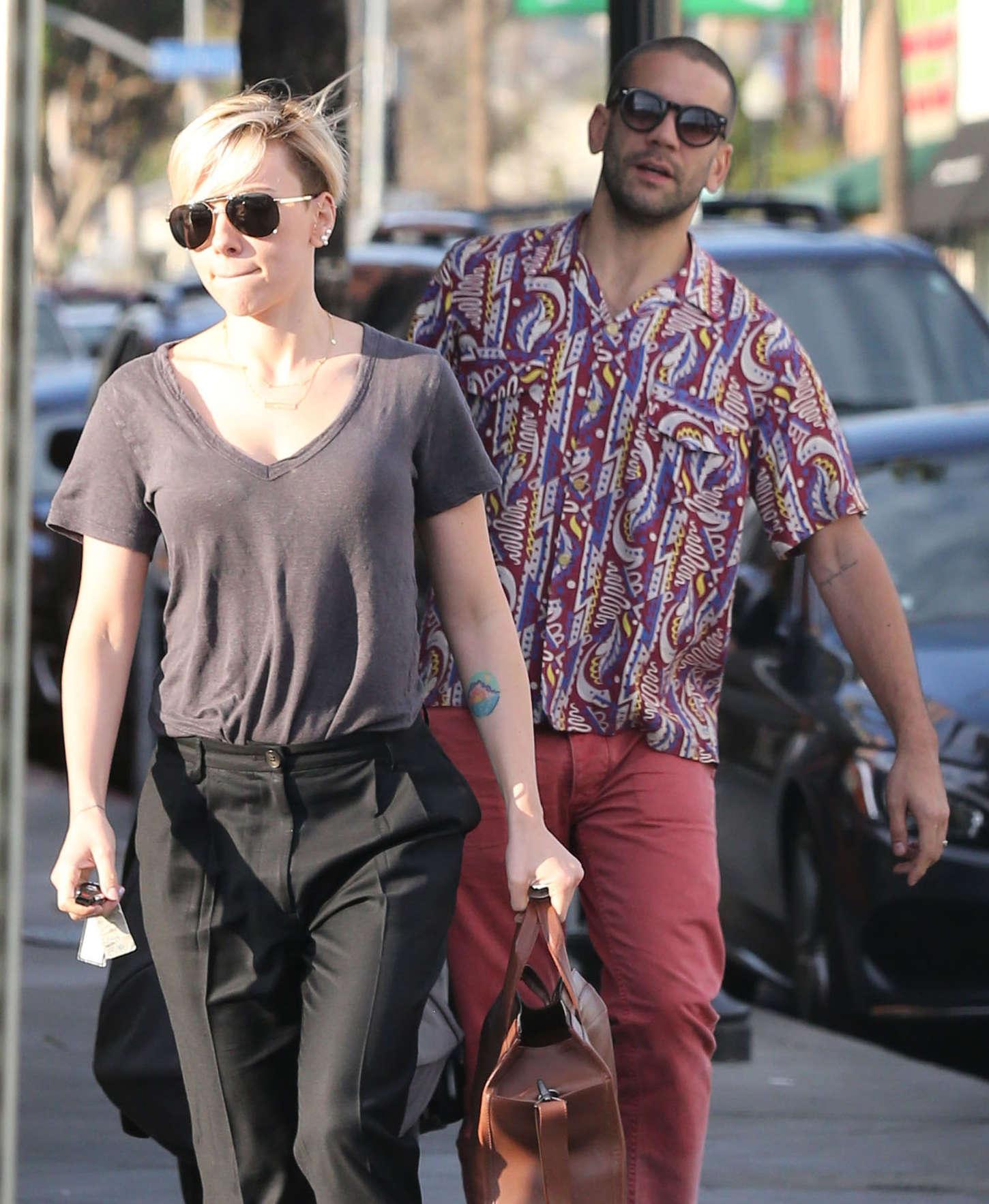 Scarlett Johansson Out In La 01 Gotceleb