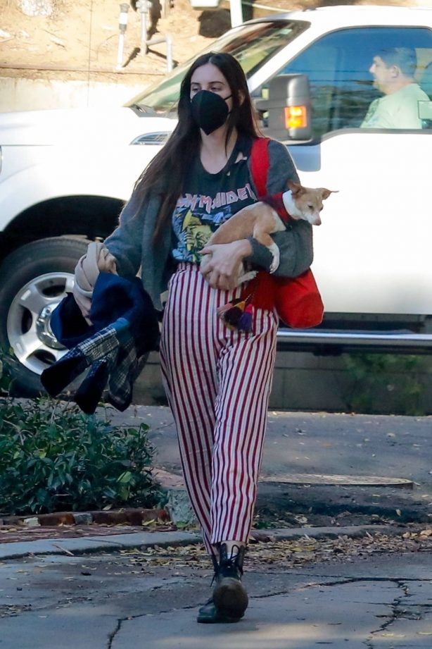 Scout Willis - Out with her dog in Los Angeles
