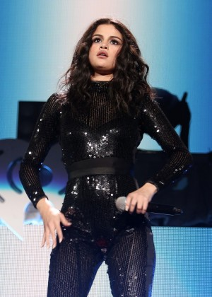 Selena Gomez - 103,5 Kiis FM's Jingle Ball in Chicago