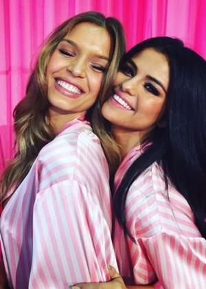 Selena Gomez: 2015 Victorias Secret Fashion Show -01