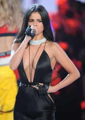 Selena Gomez - 2015 Victoria's Secret Fashion Show Runway in NYC
