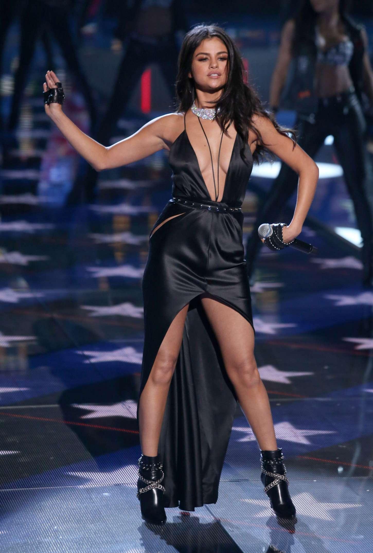 Selena Gomez Victoria S Secret Fashion Show