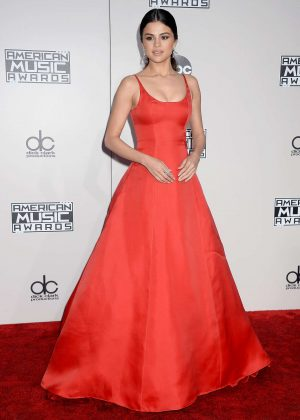 Selena Gomez: 2016 American Music Awards -01