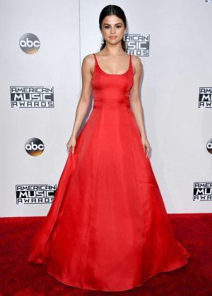 Selena Gomez: 2016 American Music Awards -03