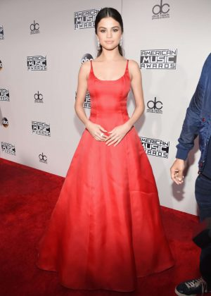 Selena Gomez: 2016 American Music Awards -09