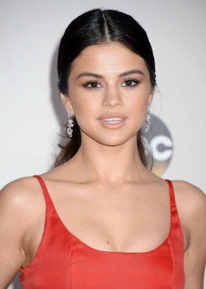 Selena Gomez: 2016 American Music Awards -17