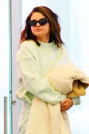 Selena Gomez - Arrives at JFK Airport in New York City