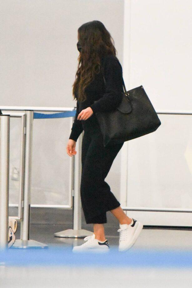 Selena Gomez - Arrives at JFK Airport in New York
