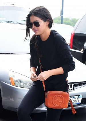 Selena Gomez - Arrives at JFK airport in NYC