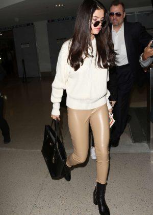Selena Gomez: Arrives at Los Angeles International Airport -01