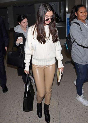 Selena Gomez: Arrives at Los Angeles International Airport -03