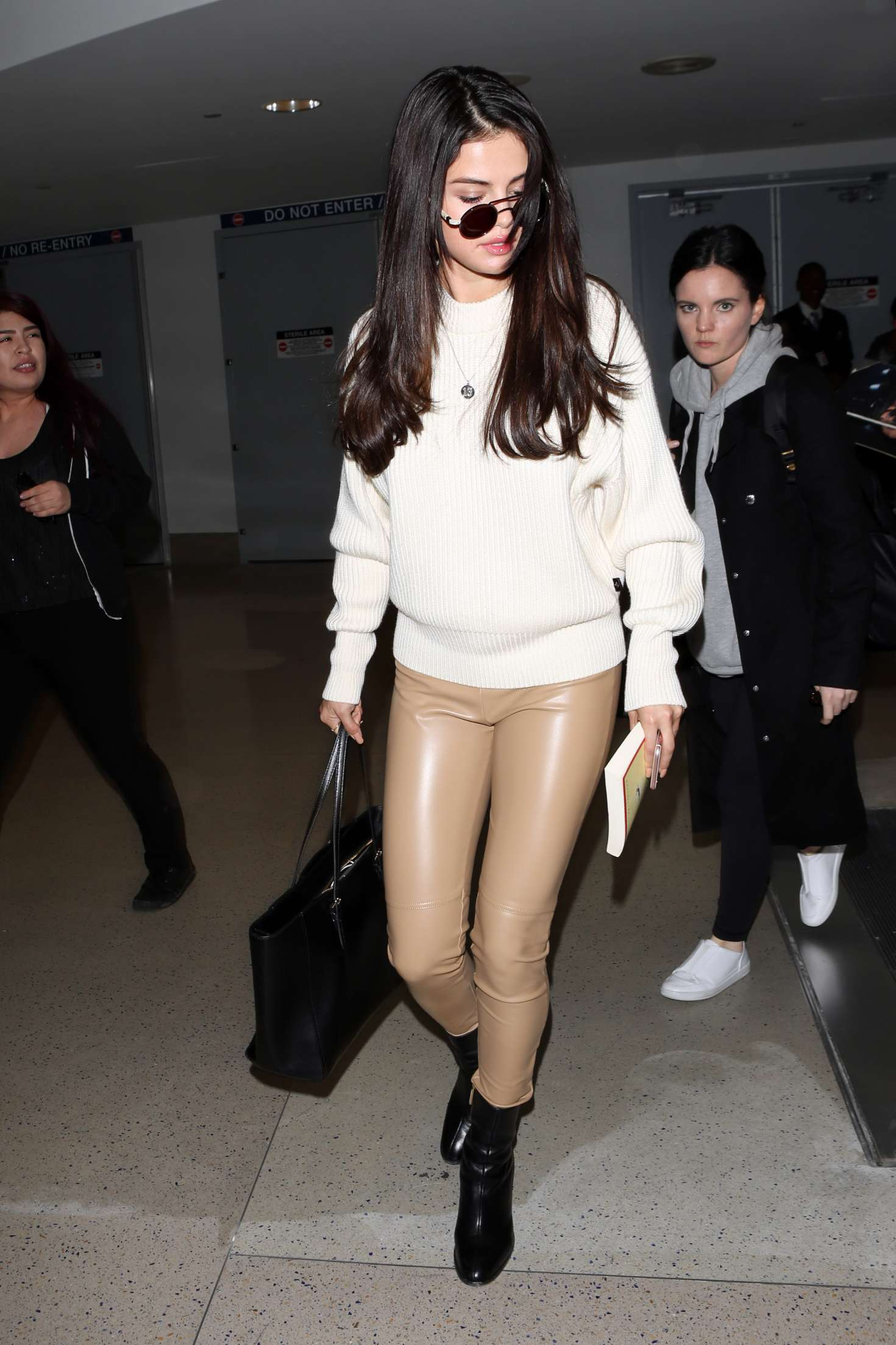 Selena Gomez: Arrives at Los Angeles International Airport -06