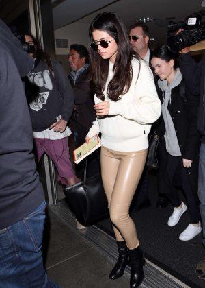 Selena Gomez: Arrives at Los Angeles International Airport -10