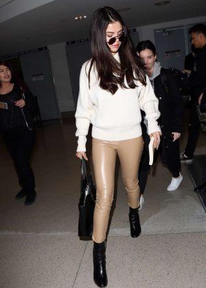 Selena Gomez: Arrives at Los Angeles International Airport -11