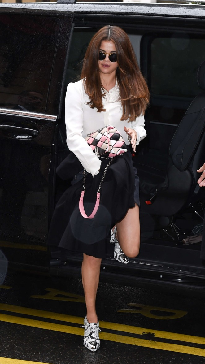 Selena Gomez: Arrives at Louis Vuitton Fashion Show 2016 -03