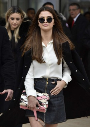 Selena Gomez - Arrives at Louis Vuitton Fashion Show 2016 in Paris