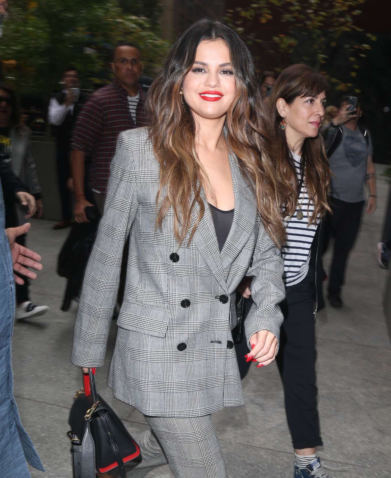 Selena Gomez - Arrives to her Midtown hotel in New York
