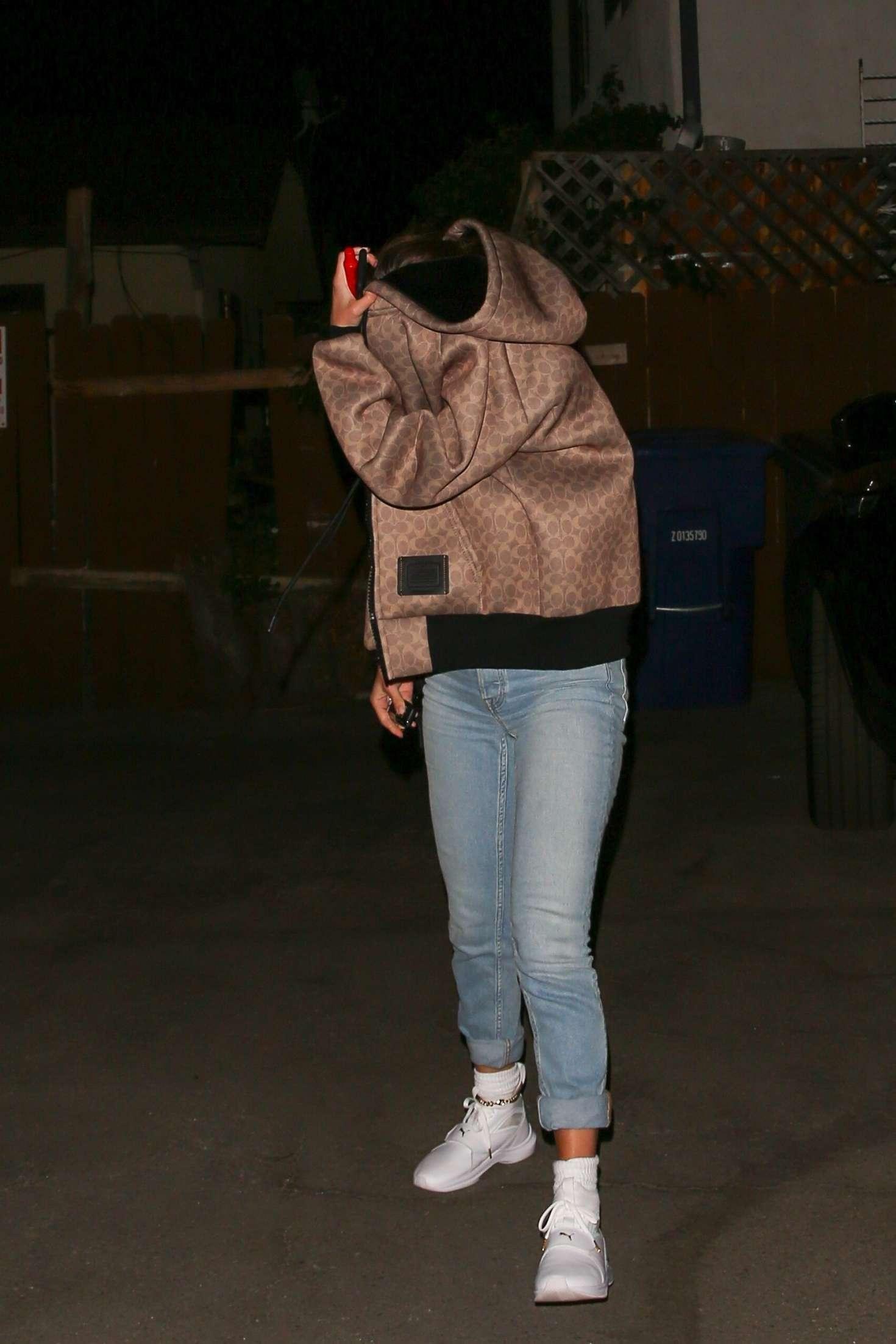Selena Gomez 2018 : Selena Gomez: Arriving at a friends apartment -10
