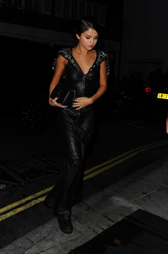 Selena Gomez In Black Leather Dress 06 Gotceleb