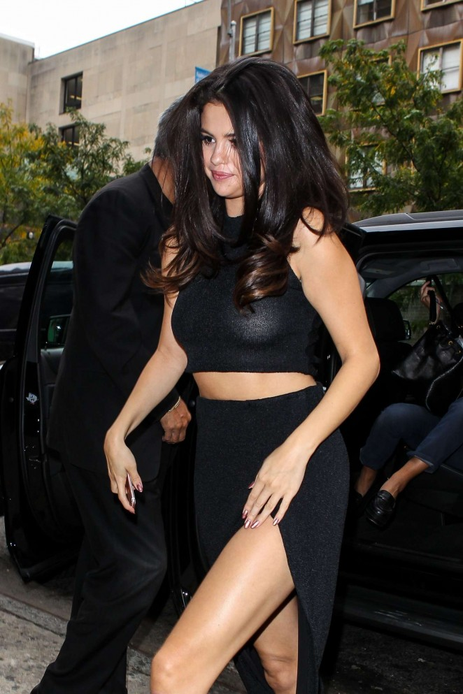 Selena Gomez - Arriving at an Office in NYC