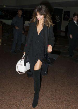 Selena Gomez - Arriving at her hotel in Sydney