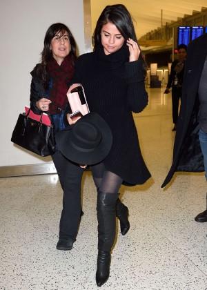 Selena Gomez: Arriving at JFK Airport -01
