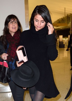 Selena Gomez: Arriving at JFK Airport -06