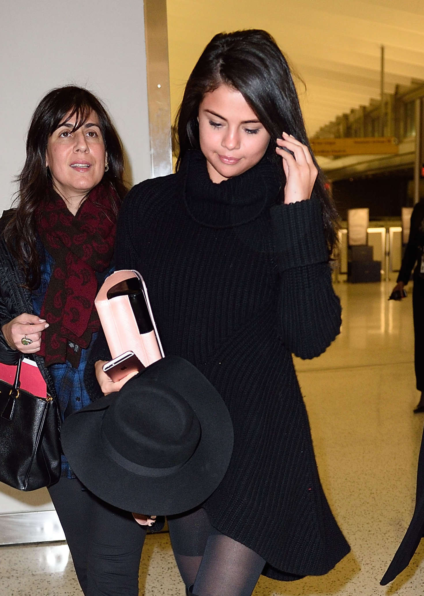 Selena Gomez 2016 : Selena Gomez: Arriving at JFK Airport -06