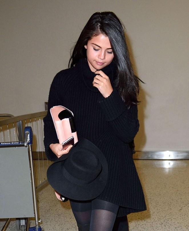 Selena Gomez 2016 : Selena Gomez: Arriving at JFK Airport -08