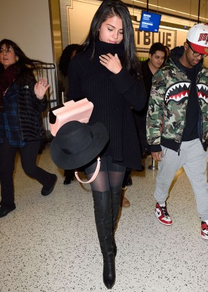 Selena Gomez: Arriving at JFK Airport -10
