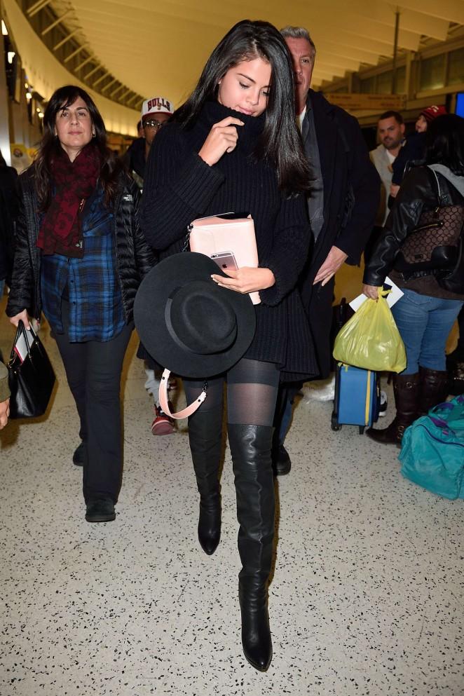 Selena Gomez 2016 : Selena Gomez: Arriving at JFK Airport -12