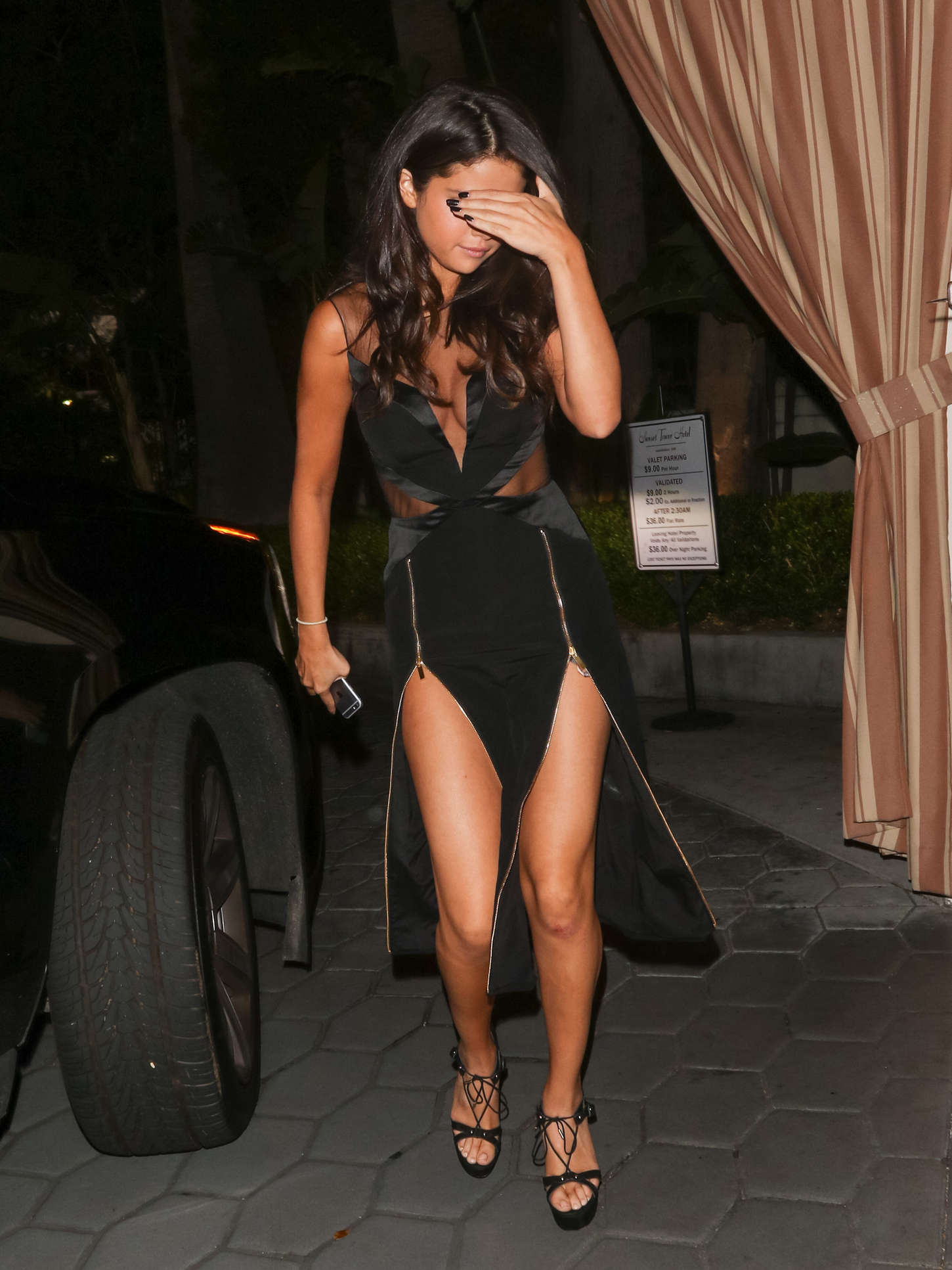 Selena Gomez 2015 : Selena Gomez in Black Dress -03