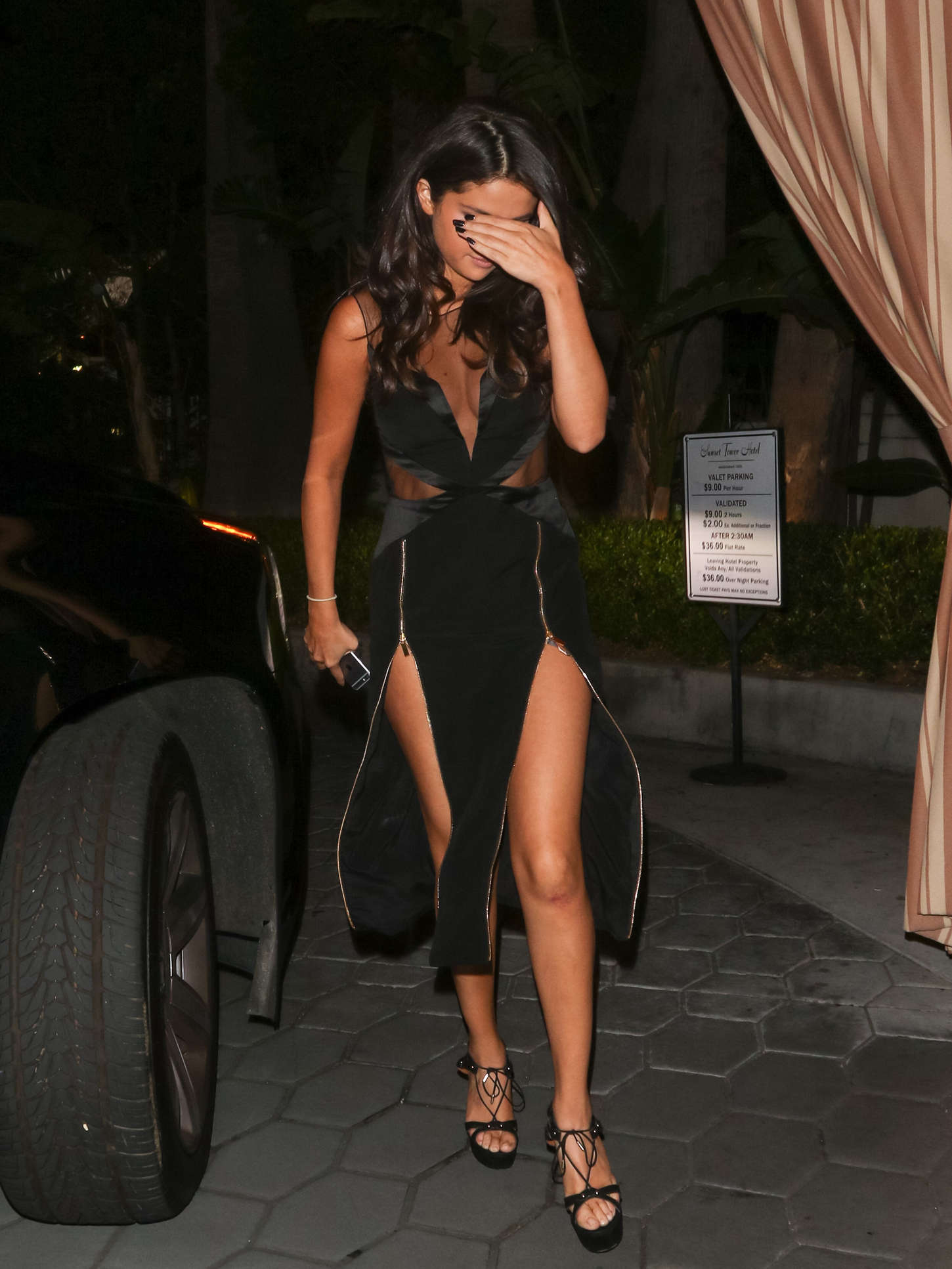 Selena Gomez 2015 : Selena Gomez in Black Dress -06
